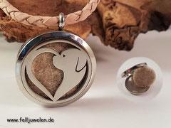 Bild 11: Edelstaholmedaillon 30mm mit einem tollen Ornament aus einem Herz und einem Hund zusammen gesetzt. Preis: 52 Euro