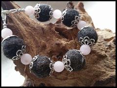 Bild 12: Silberne Perlkappen und hochwertigen Rosenquarzperlen auf Draht.Verschluss aus 925er Silber. Preis 30 Euro.