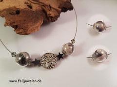 CO 14: Fell eingefasst in 16mm Glasperlen und mit Swarovskisteinchen und Hämatitsternchen gefertigt. Preis: 46 Euro