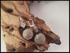 Bild 6) Ohrringe it silbernen und schwarzen Zusatzperlen, Stecker aus 925er Silber. Preis: 28 Euro