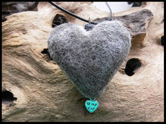 Bild 28: Herzanhänger mit einer zierlichen Polarisperle versehen. Preis: 27 Euro