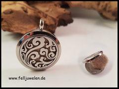 Bild 8: Edelstahlmedaillon mit Ornament und Filzplatte gefüllt, Grösse 30mm. Preis : 52 Euro
