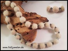 Bild 10:  Kette mit vielen Fellperlen und kleinen Hämatitsternchen auf einem Schmuckdraht aufgezogen. Preis 60 Euro