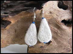 Bild 4: Ohrringe ganz anders verarbeitet, als Tropfenform und mit kleinen Perlen verziert: Ohrhaken 925er Silber. Preis 24 Euro