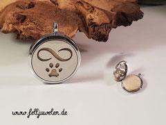 Bild 5:Edelstahlmedaillon mit Ornament und Filzplatte gefüllt, Grösse 30mm. Preis : 52 Euro