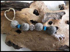 Bild 13: Verschieden farbige Polariselemente, silberne Perle in Schneckenform, silberner Wolfsanhänger. Preis 32 Euro