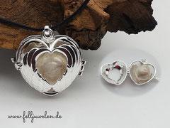 Bild 9:Herzanhänger (Grösse mit Öse 39mm) gefüllt mit einer Glasperle oder auch Fellperle ganz nach Wunsch. Preis:35 Euro