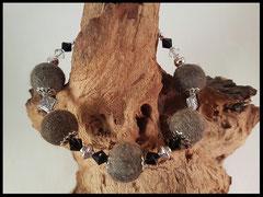 Bild 7: Silberne Perlkappen, Swarovskisteine in schwarz und klar sowie silberne Elemente. Verschluss aus 925er Silber. Preis 32 Euro
