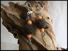 Bild 15: Eine Fellperle mit Apricotfarbigen Perlen und  klaren Facettensteinchen. Preis 24 Euro