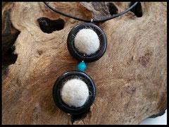Bild 22: Zwei Fellkugeln in Onyxrahmen eingefasst und mit einer farblichen Facettenperle verziert. Preis: 27 Euro