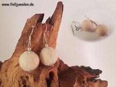 Bild 13: Fellperle mit silbernen Perlkappen umschlossen und einem Ohrhakenverschluss. Alle Silberelemente sind aus Sterlingsilber. Preis: 30 Euro