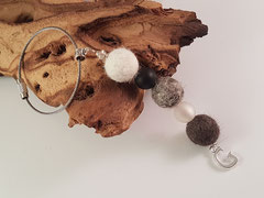 Bild 12: Fellperlen in unterschiedlichen Fellfarben mit Polarisperlen und einen Buchstabenanhänger. Preis: 32 Euro