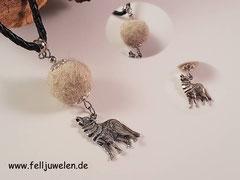 Bild 1: Fellperle umschlossen von 925er Perlkappen, einer Öse aus Edelstahl und einem Wolfanhänger ebenfalls aus 925er Silber. Preis: 39 Euro
