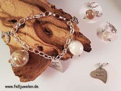 PH 4: Bettelarmband aus Edelstahl mit Glasperlen und silberne Anhängern . Die Gravurplatte ist aus Edelstahl (49 €)