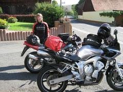 Nele und ich hatten die Bikes wieder bepackt und waren guter Dinge