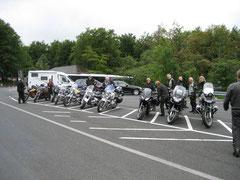 """Am Donnerstag morgen auf dem Parkplatz proben wir die """"Moto-Line"""""""