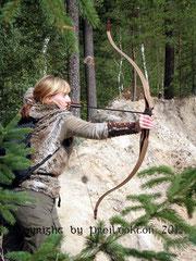 Linkshandbogenschützin mit Jagdrecurve