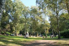 Ein großer Spielplatz im Schlosspark Charlottenburg. Foto: Helga Karl