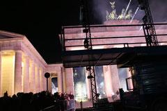 Angestrahltes Brandenburger Tor bei Nacht, Lichtergrenze am 9.11.2014. Foto: Helga Karl