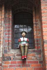 Dans la cour de l'ancien Hôtel de ville