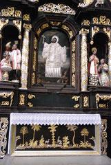 Un des autels, illustration exotique des origines de la chrétienté.