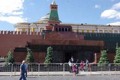 Vue de face, avec la célèbre tribune, d'où certains disparurent