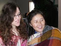 auch Myriem (Morokko) kommt aus Afrika. Hier mit Pema (Nepal)...
