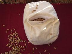 Das Innenkissen ist Nessel oder Baumwolle-Leinen, Klettverschluss, gefüllt mit  Bio Demeter Dinkel Spelz und Lavendelblüten