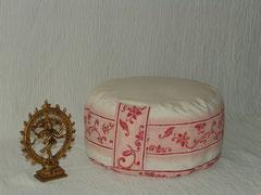 """Meditationskissen """"Ute""""/ Einzelstück - ausverkauft /Farblich abweichend auf Anfrage/Artikelnummer 071/ Baumwolle Mix /Cremeweiß Blätterranken   /Größe  I / 68 €"""