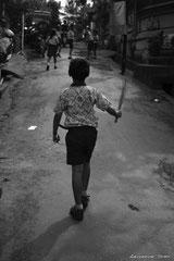 Sur le chemin d l'école (portrait d'enfant BAlinais)