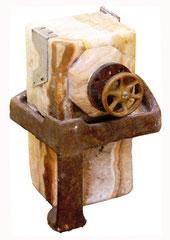 Portal espacio temporal / 20 x 22 x 50 cms / Escultura  técnica mixta: hierro y mármol