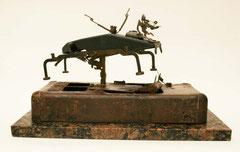 Toro / 43 x 38 x 21.5 cms / Escultura ensamblada técnica mixta: mármol y metal
