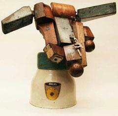 Perro / 40 x 45 x 18 cms / Escultura ensamblada técnica mixta: madera y metal