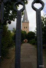 Die Breklumer Kirche ...