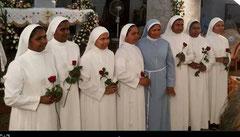 Le suore del 25° anniversario della consacrazione insieme la Madre Generale