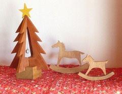 クリスマスツリーと馬