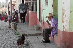 Alter Mann mit seinem Kampfhahn, Trinidad