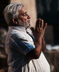 Dharavi-Slum in Mumbai, Bombai, Morgenandacht