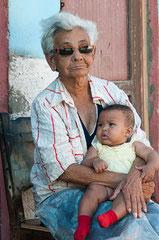 Grossmutter mit Enkel, Trinidad