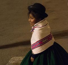 Kind beim Tanz, Puno, Peru