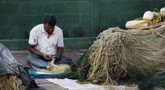 Negombo, Netze flicken, Sri Lanka