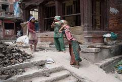 Aufräumen nach dem Edbeben. Kathmandu