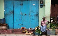 Aluthgama, alte Frau, Verkauf