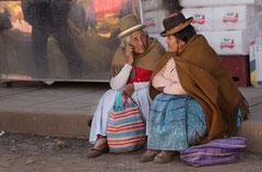 Peruanerinen im Gespräch in Puno/ Peru