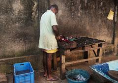 Fischverkäufer in  Aluthgama