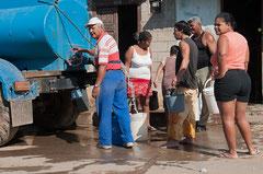 Wasserversorgung mit dem Tankwagen, Trinidad, Kuba