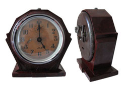 Uhr/Wecker, JAZ Lotic model 1934 - Höhe 12 cm, Breite max. 11.5 cm, Tiefe 5 cm