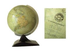 Globus, Firma JRO-Verlag München 12, 1961. Einzelne auf die Kugel geklebte Papierstreifen , drehbar gehalten von einem Aluminiumträger mit Gradskala, Bakelitfuss in Streamline Design - Höhe ges 36.5 cm, Durchmesser 26 cm