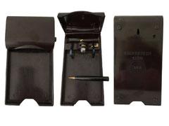 Leuchtblock, Soennecken 1000 D.R.P.,um 1950, durch das Herausziehen des seitlich eingesteckten Bleistifts wird die Lichtquelle aktiviert, - Länge 15 cm, Breite 8 cm, Höhe 1.4, resp. 3 cm