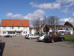 ähnlicher Blickwinkel auf ehem Konsum und ehem. Rathaus 2012